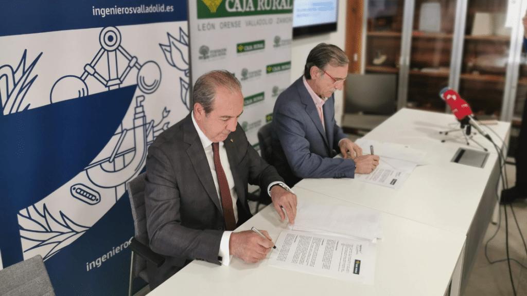 Momento en que ingenierosVA firma convenio de colaboración con Caja Rural de Zamora