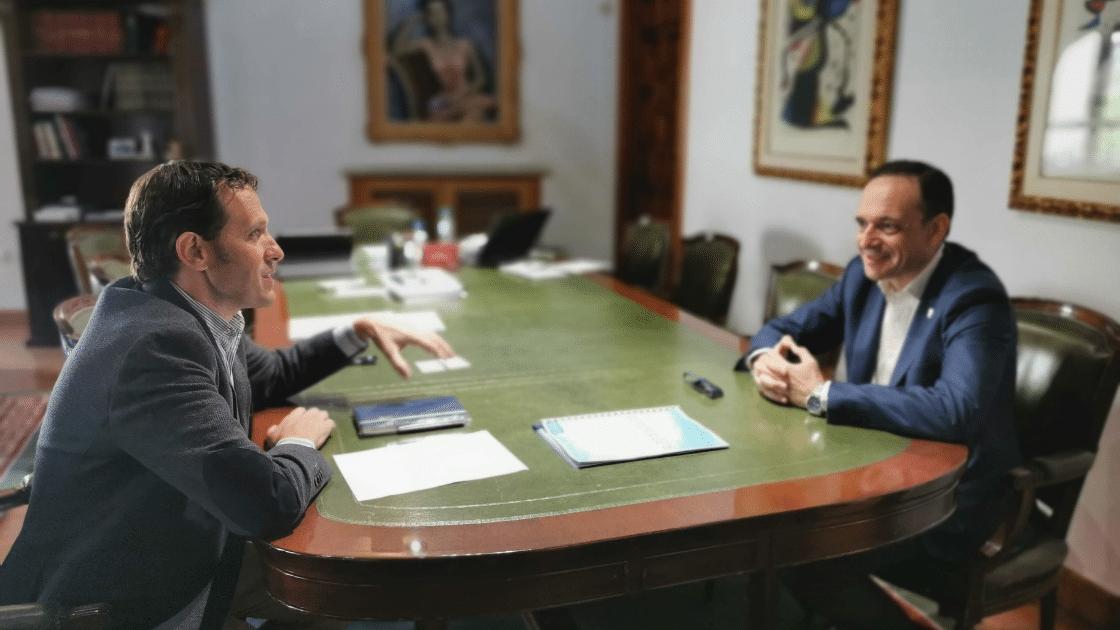 Presidente de la Diputación con el decano de ingenierosVA Javier Escribano