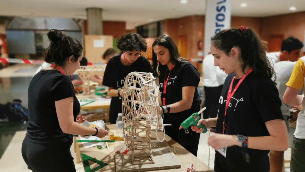 V Concurso de Gruas ingenierosVA proceso de montaje