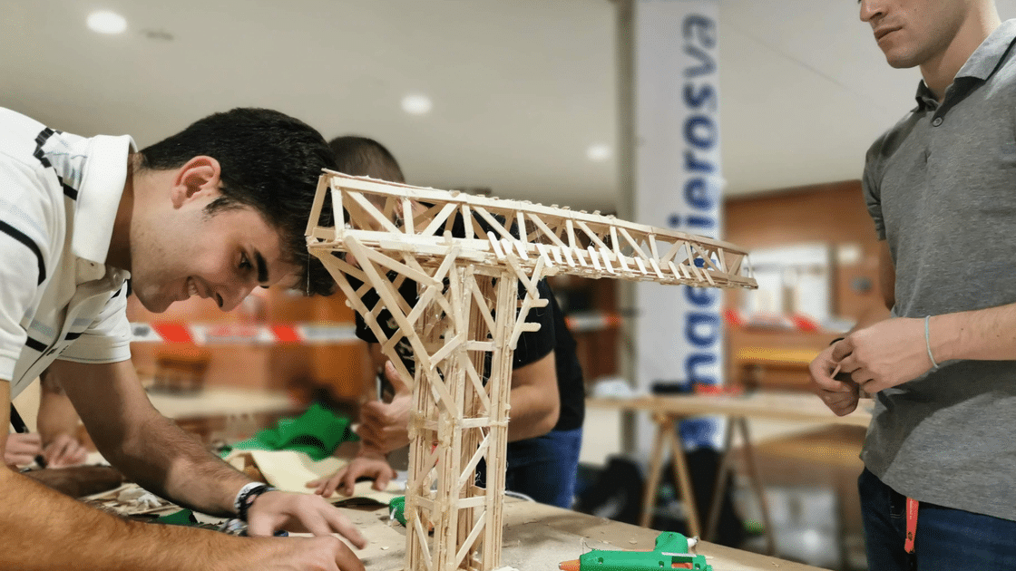 V Concurso de Gruas proceso de montaje ingenierosVA